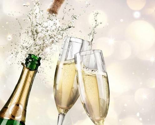 Champagner Flasche und Gläser
